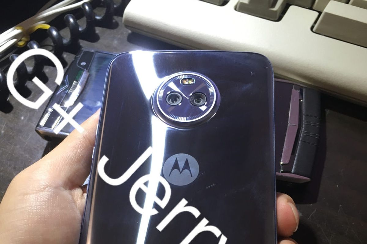 Photos of Motorola's Moto X4 reveal a super shiny smartphone