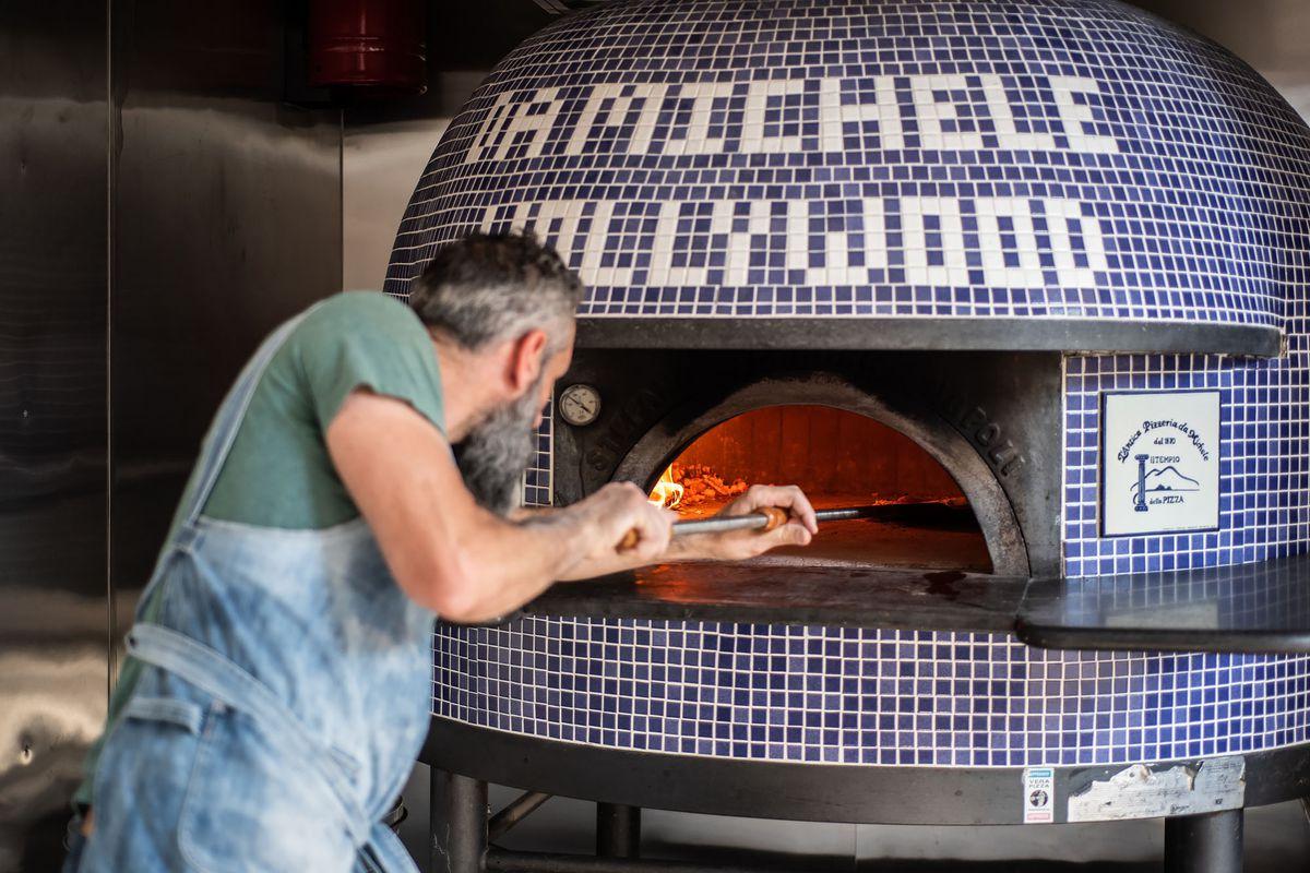 Antica Pizzeria's pizzaiolo making pizza