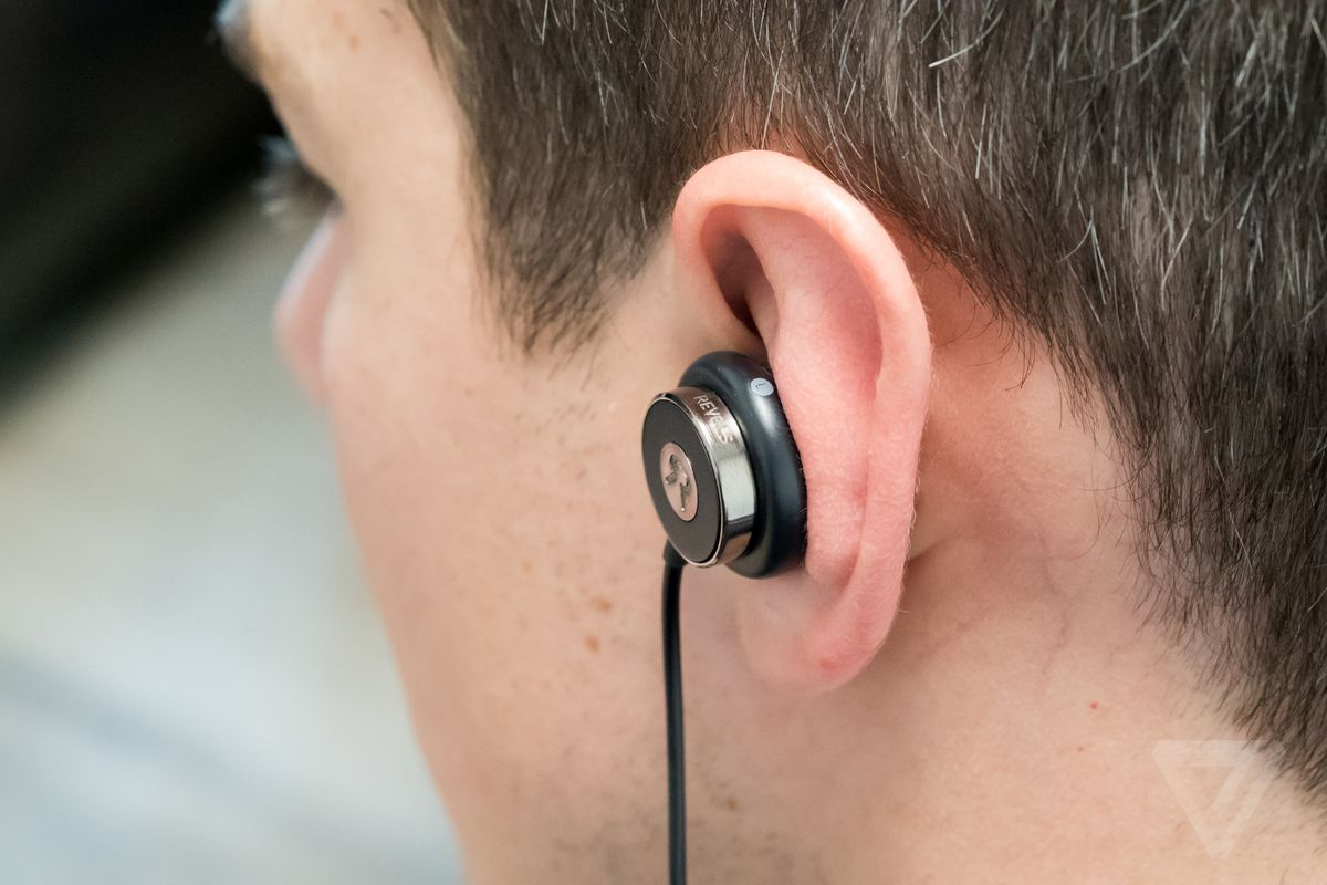 These Earbuds Custom Fit To Your Ears In 60 Seconds The Verge