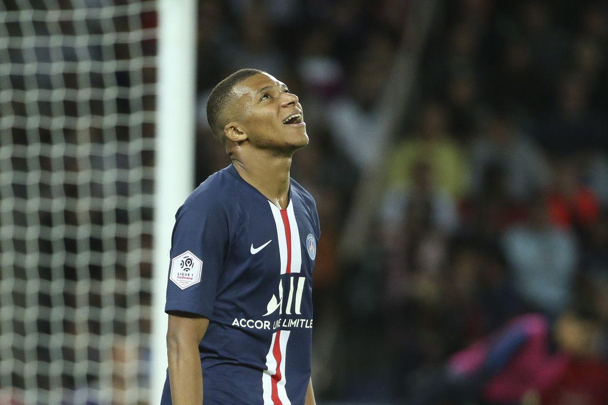 Paris Saint-Germain v Nimes Olympique - Ligue 1