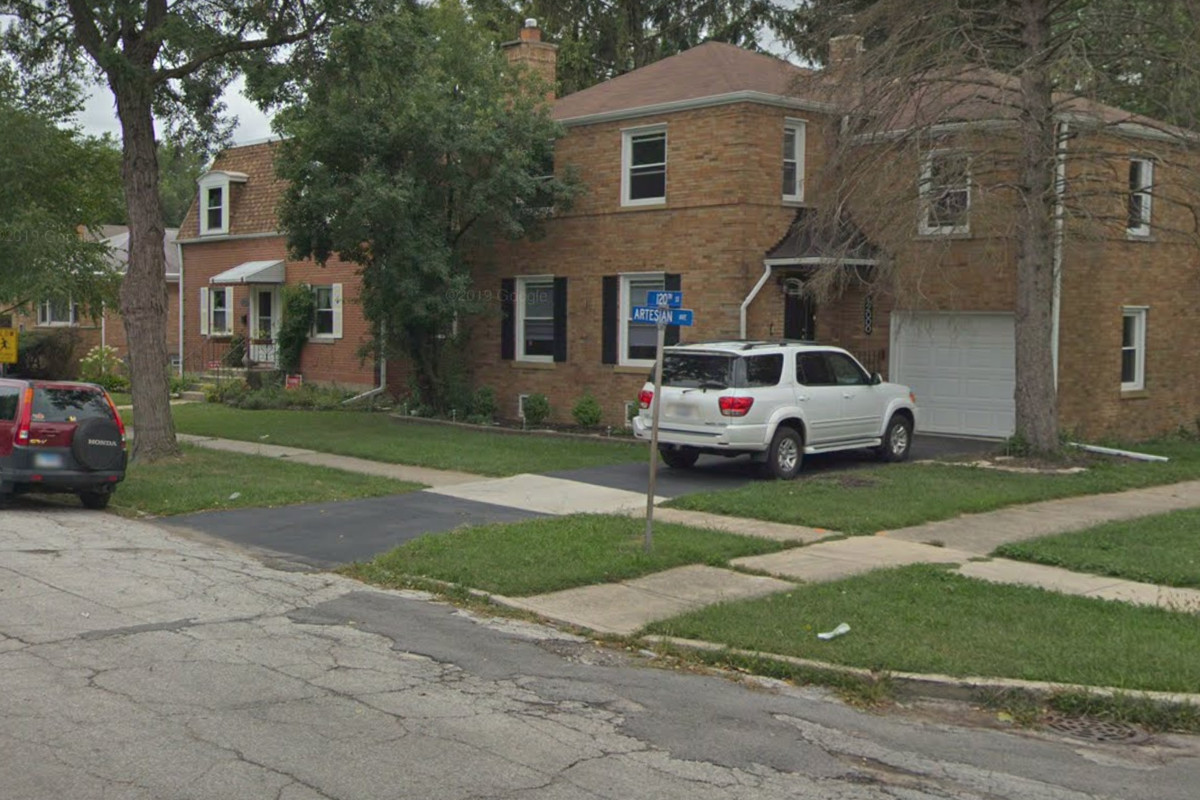 A U.S. Postal Service employee was robbed April 11, 2020, in the 12000 block of South Artesian Avenue in Blue Island.