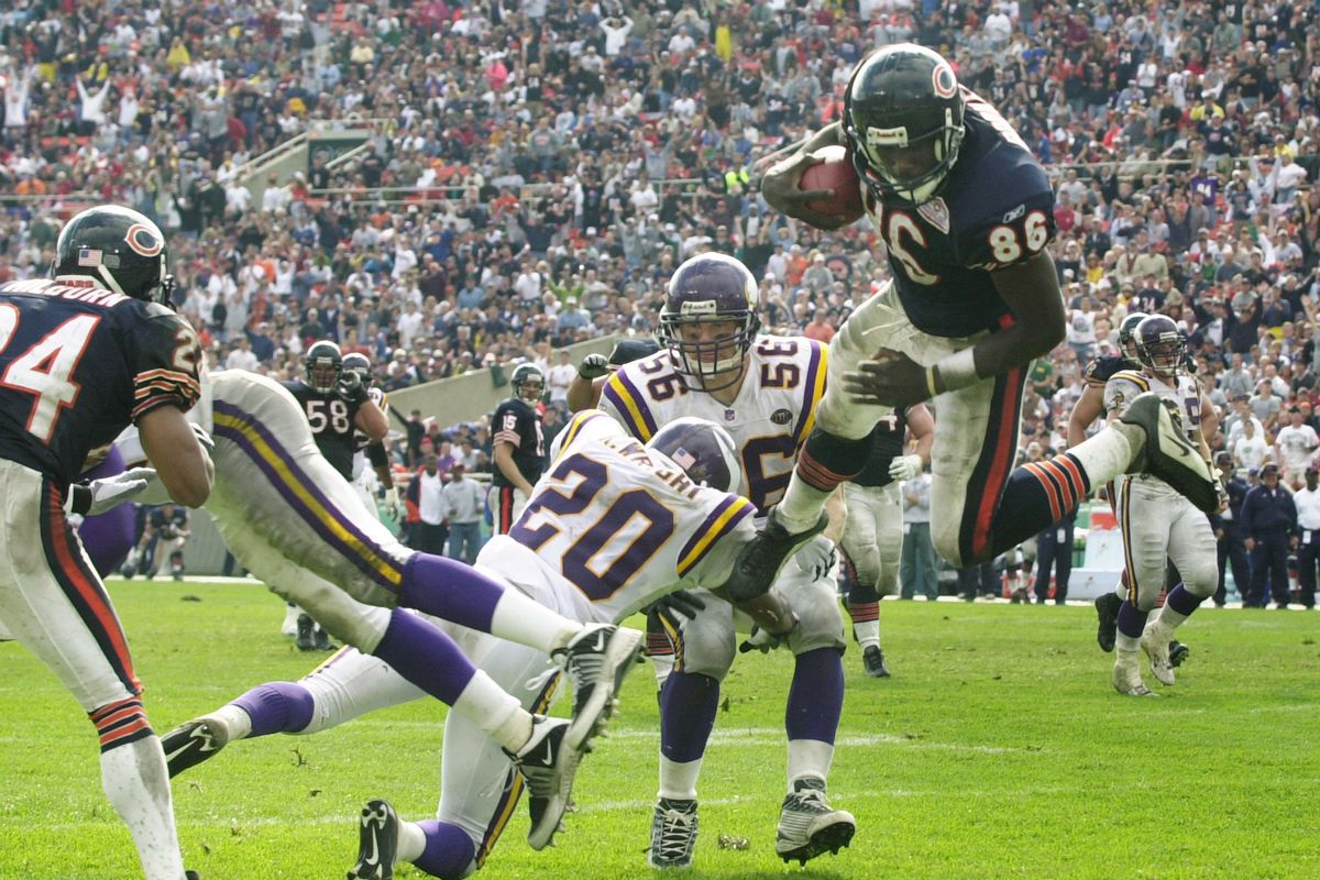 Chicago IL 9/23/01 Vikings at Chicago Bears-----Chicago Bears Marty Booker (86) dives into the endzone in the 4th quarater giveing the bears a 10-10 tie with the Vikings during Sunday NFL action at Solider Field.