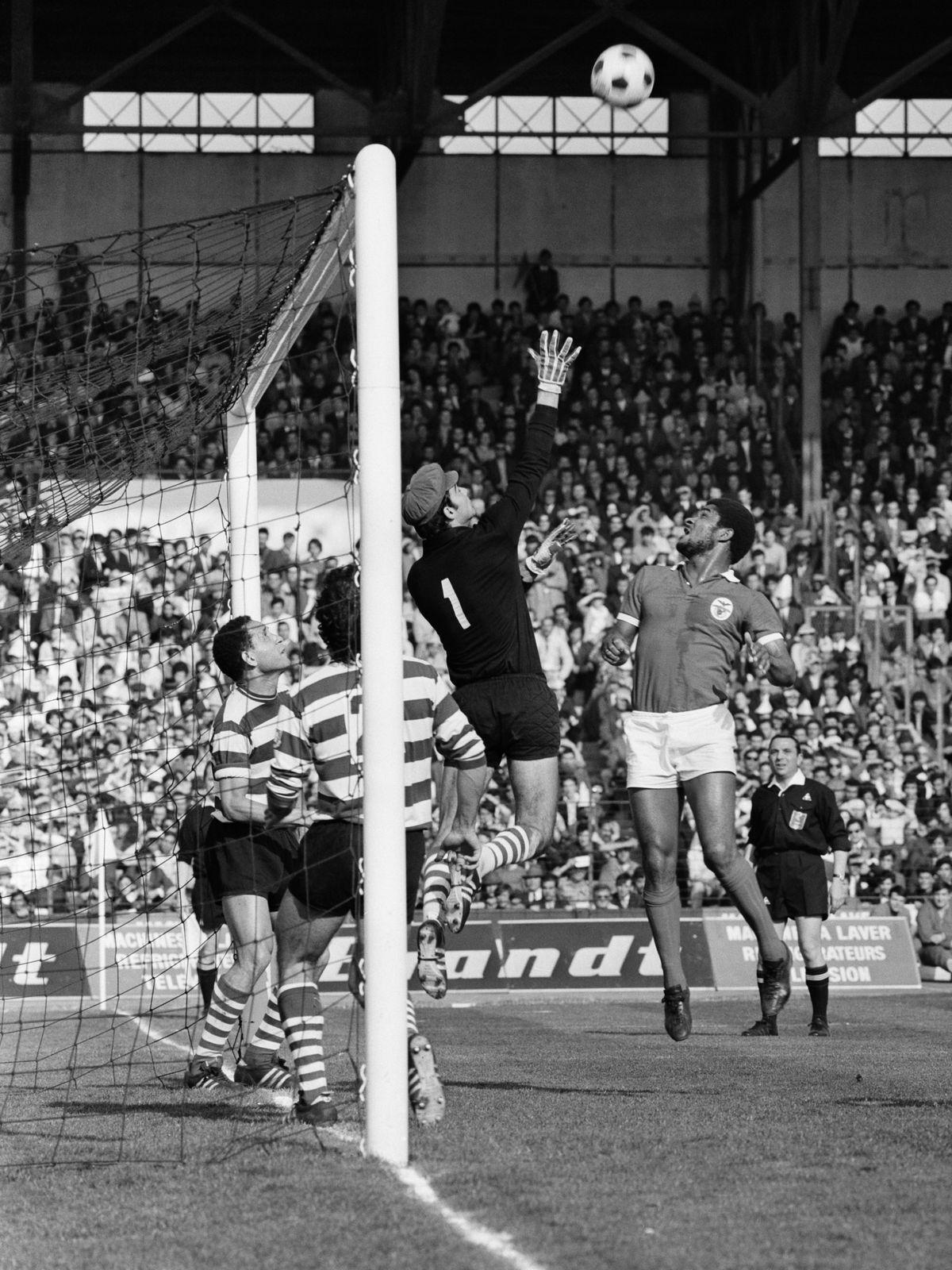 Soccer - Benfica vs Sporting Lisbon - 1971
