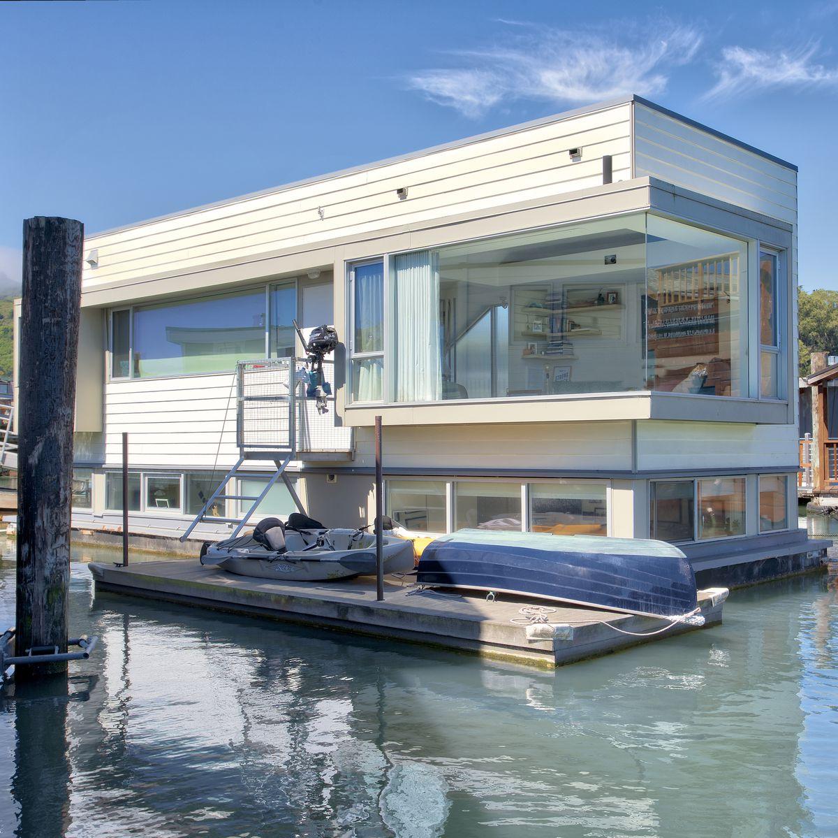 Vivez la vie maritime sur cette élégante maisons flottantes à Sausalito