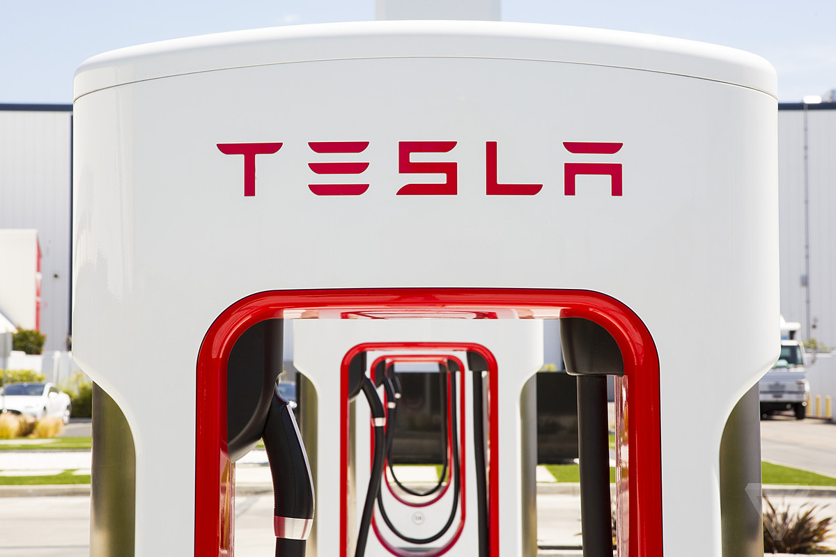 Tesla Inc (TSLA) To Ban Commercial Drivers From Supercharger Usage