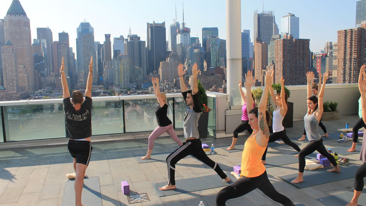 This Company Is Making Nyc Rooftops The New Yoga Studios Racked Ny