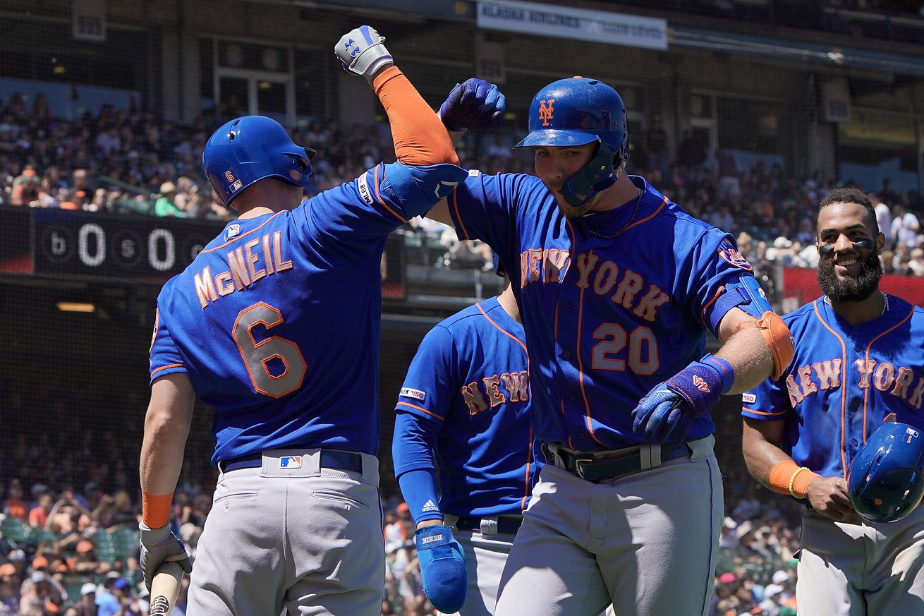 Mets find displaced offense in rout of Giants