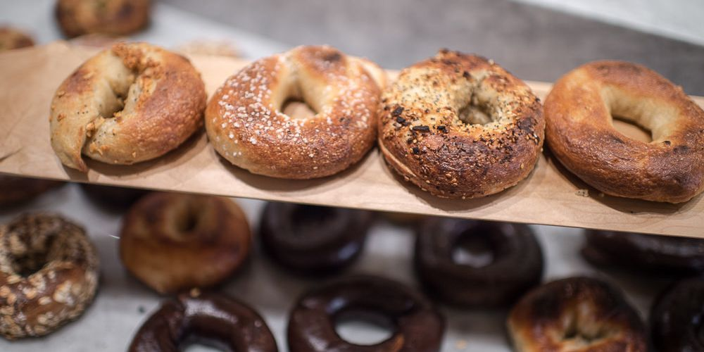 People Need To Calm Down About This Incorrectly Sliced Bagel Situation Eater Ny