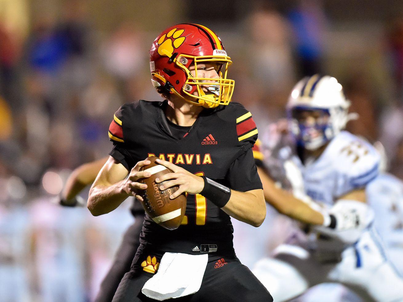 Batavia's Ryan Boe (21) passes the ball during the game against Wheaton North.