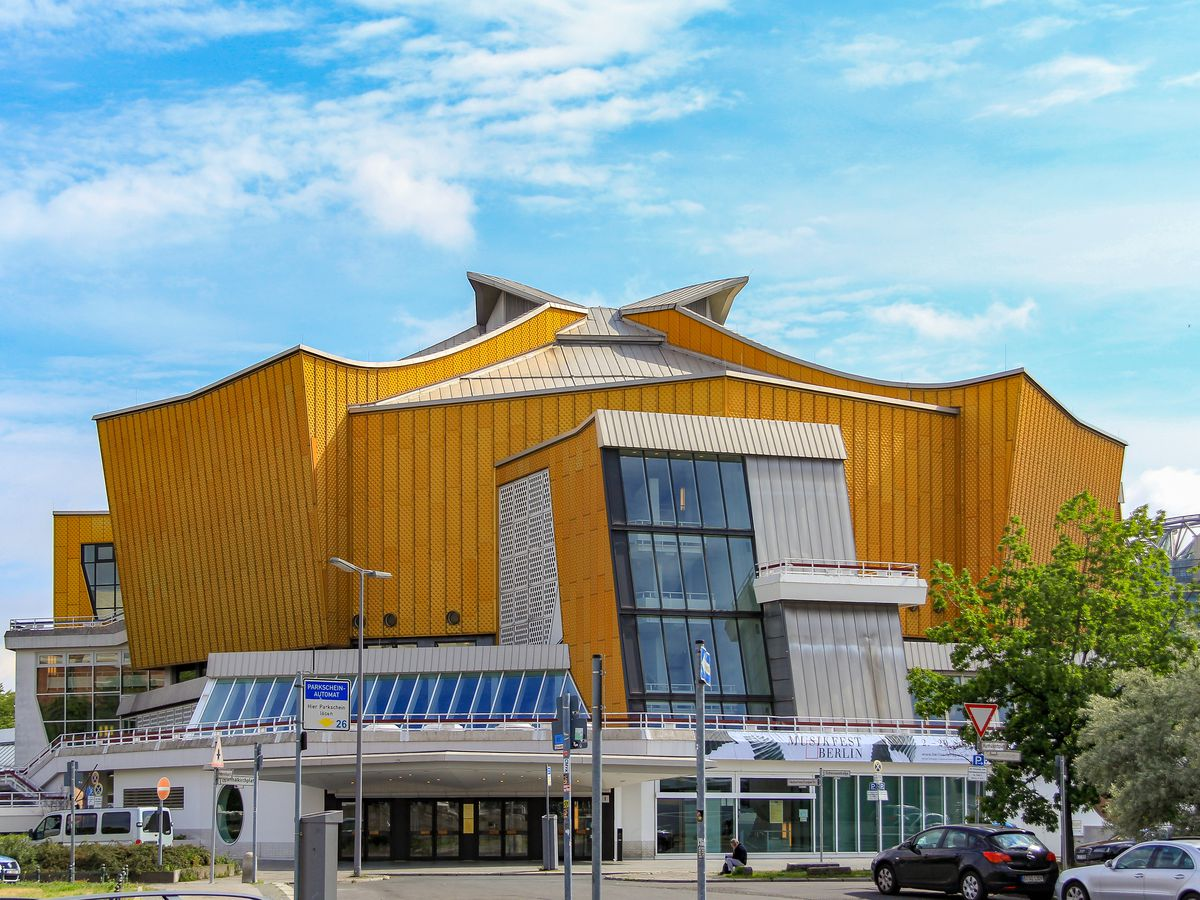 The exterior of the Berlin Philharmonie. The facade is yellow and geometric.