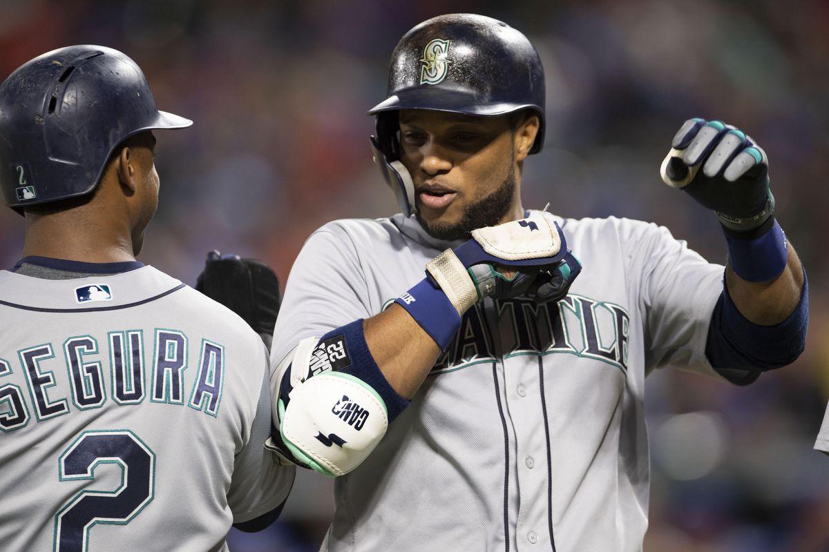 pretty nice e0ce3 8e341 Mets trade rumors: Robinson Cano, Edwin Diaz deal still on ...