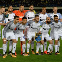 FC Internazionale players pose before the Serie A match between Hellas Verona FC and FC Internazionale at Stadio Marc'Antonio Bentegodi on October 30, 2017 in Verona, Italy.