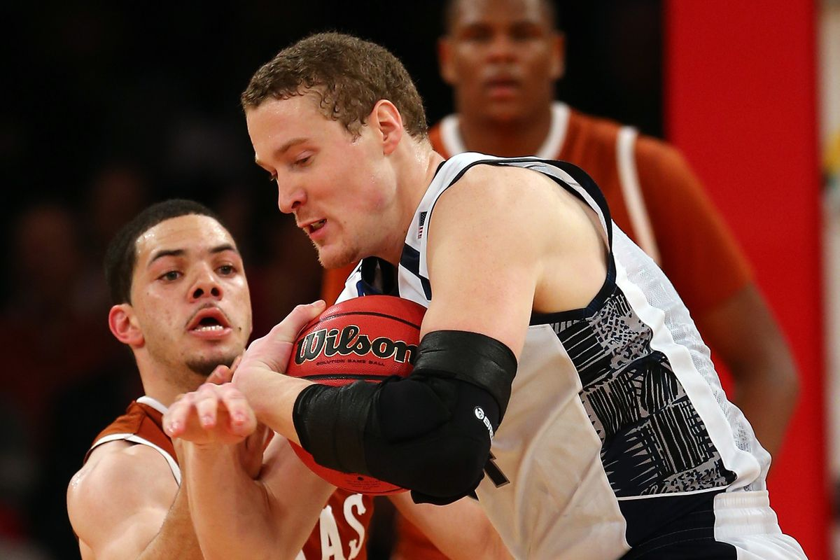 Casual Chris Wright Arm Sleeve Award: Nate Lubick