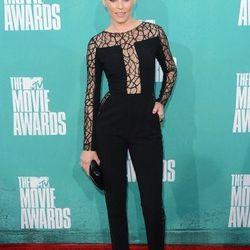 Menswear influenced trouser pantsuit: Elizabeth Banks