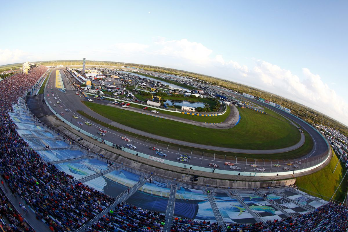 A general view of the action during the NASCAR Sprint Cup Series Ford EcoBoost 400 at Homestead-Miami Speedway on November 22, 2015 in Homestead, Florida.