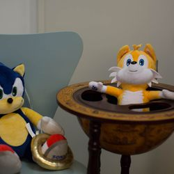 Sonic goes au naturale again. Tails is chilling a globe wine bar. Why? Why not?