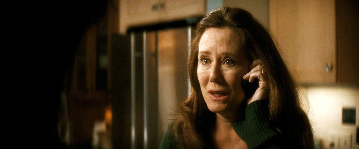 kate (mary mcdonnell) gets scared on the phone
