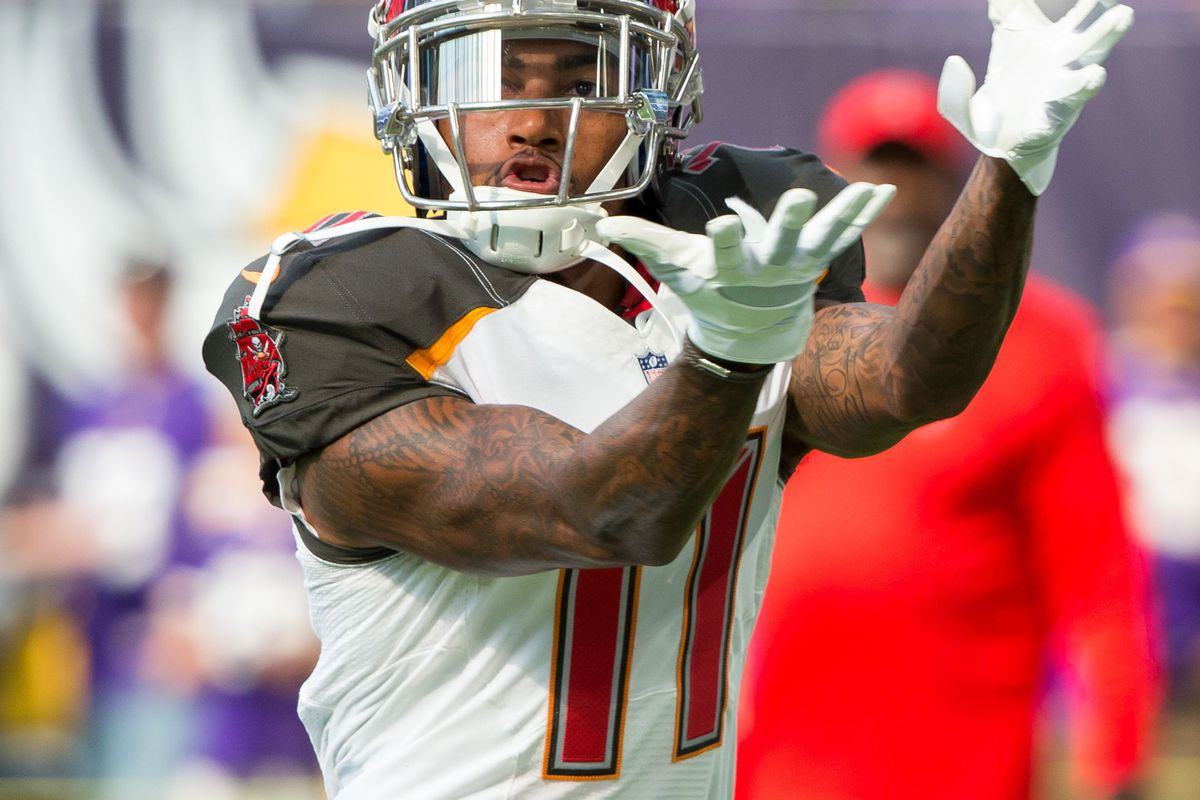 DeSean Jackson Mike Evans kneel for national anthem Bucs Nation
