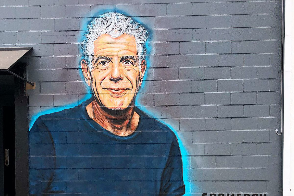 4ae8490a94 Artist Pays Tribute to Anthony Bourdain With a Huge Santa Monica ...