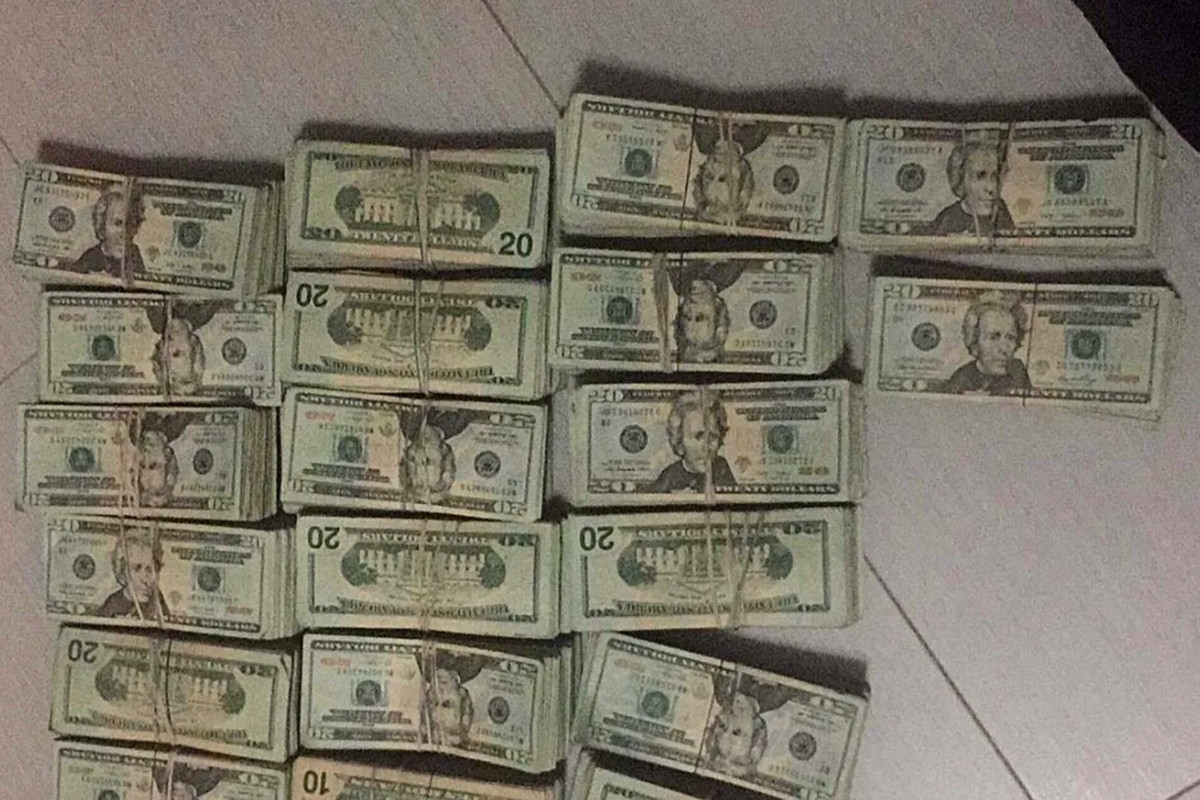 Seok Pheng Lim, an accused accomplice of Sui Yuet Kong, sent this photo to a Chinese counterpart in Mexico to show $340,000 in cash was delivered from a cartel courier to a money-laundering associate in New York in 2017.