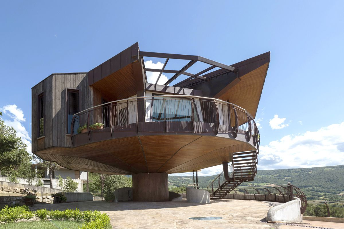 Octagonal House Rotates 360 Degrees To Chase Sun And Views