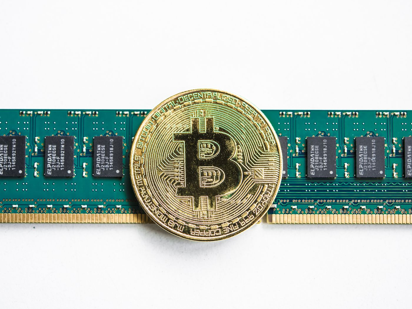 Bitcoin mining: a report finds the network mostly runs on