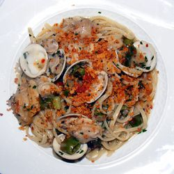 """Linguini vongole from Carbone by <a href=""""http://www.flickr.com/photos/37619222@N04/8577726403/in/pool-eater/"""">The Food Doc</a>"""