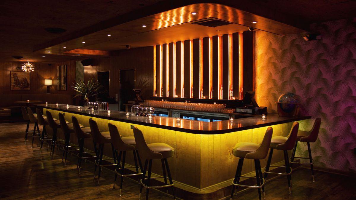 Inside Blind Barber Highland Park S Sultry New Cocktail