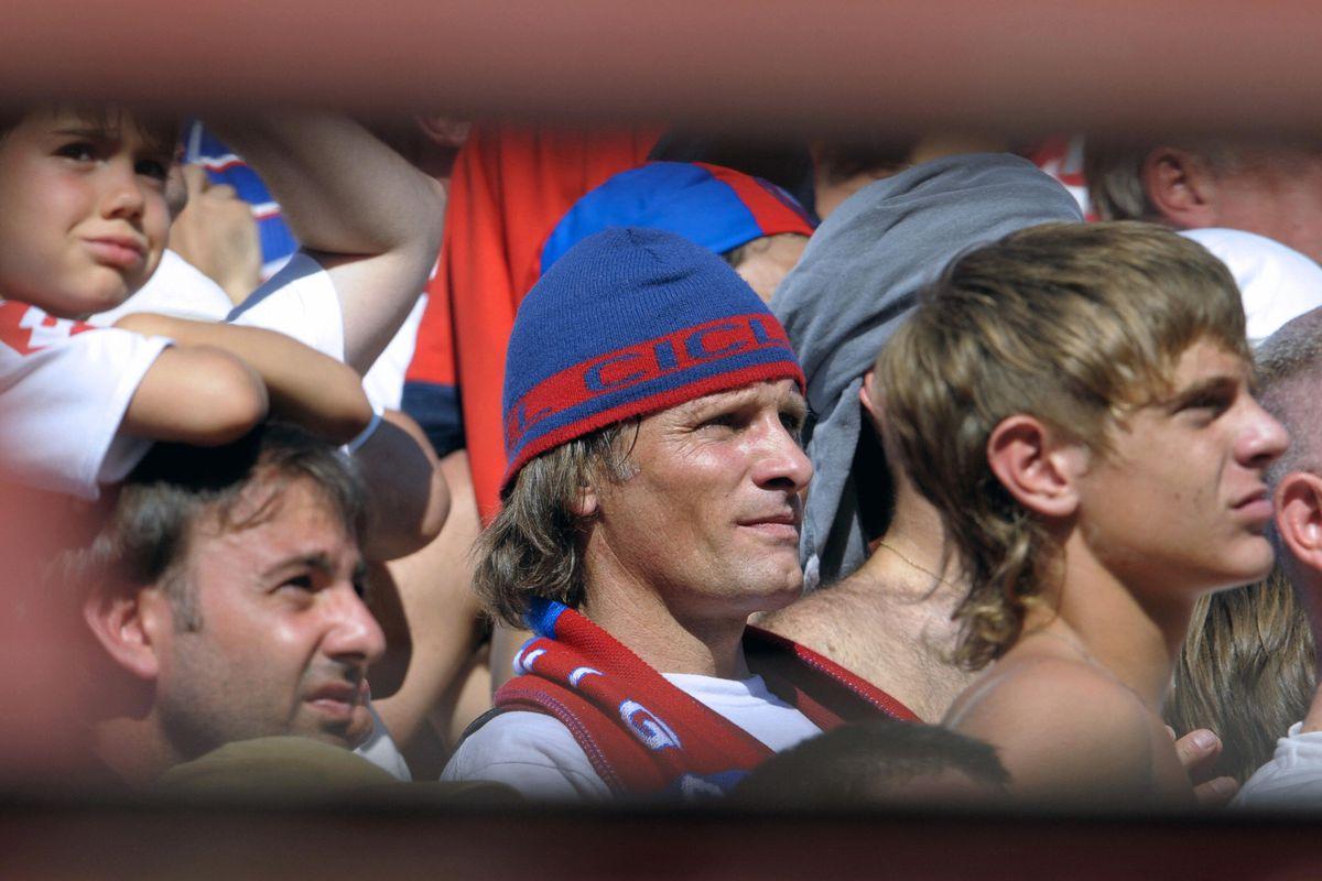 US actor Viggo Mortensen (C), supporter