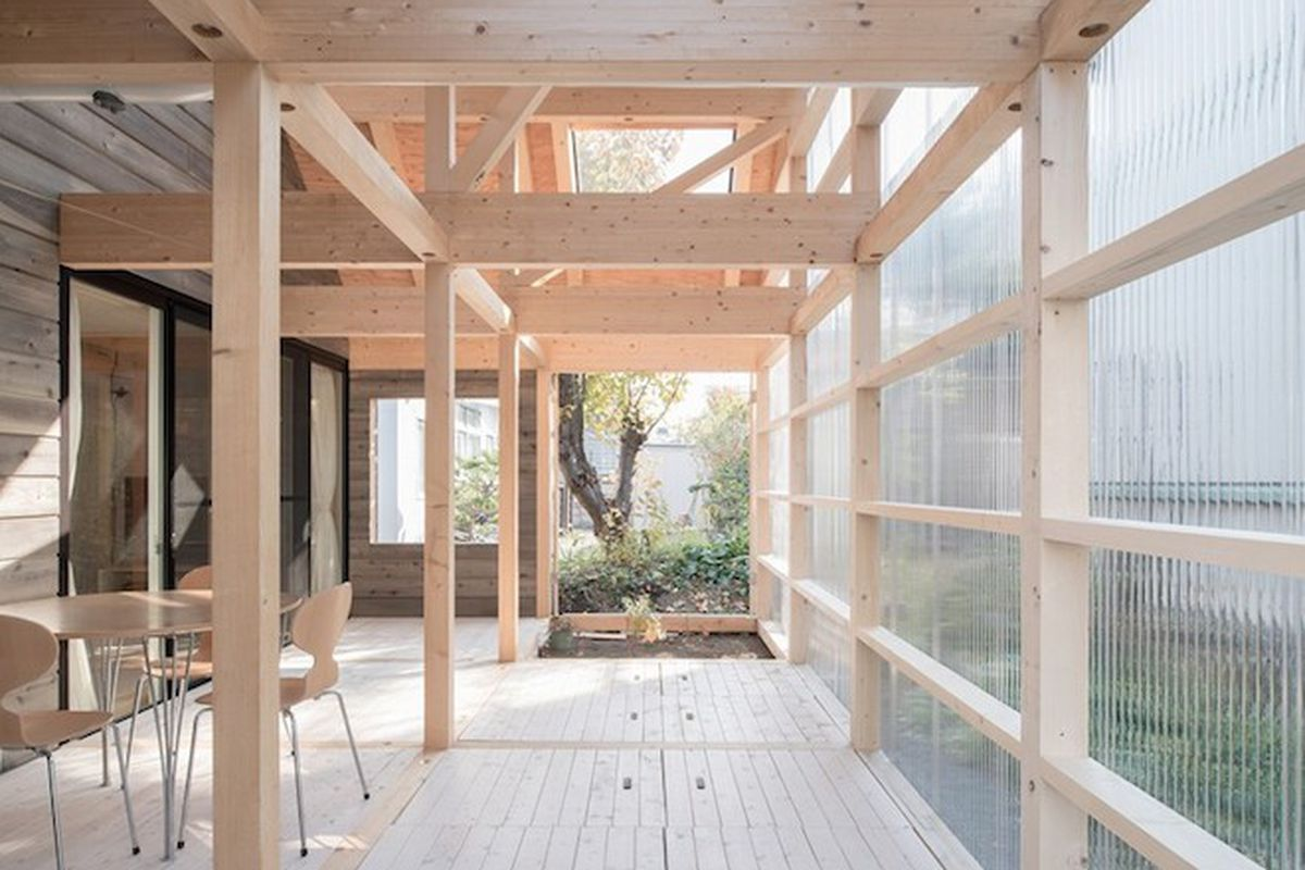 "All photos by Yuta Oseto via <a href=""http://www.designboom.com/architecture/house-in-shinkawa-yoshichika-takagi-and-associates-japan-12-11-2015/"">Designboom</a>"