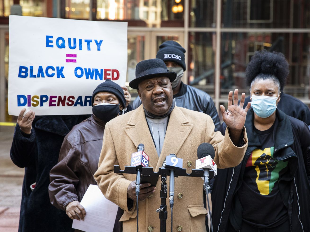Former state Sen. Rickey Hendon speaks during a news conference Tuesday outside the Thompson Center about Black and Latino social equity applicants being denied cannabis industry licenses in Illinois.