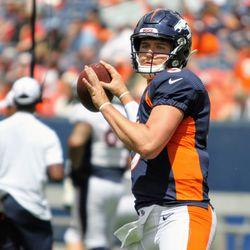 Rookie Broncos QB Drew Lock gets ready to pass.