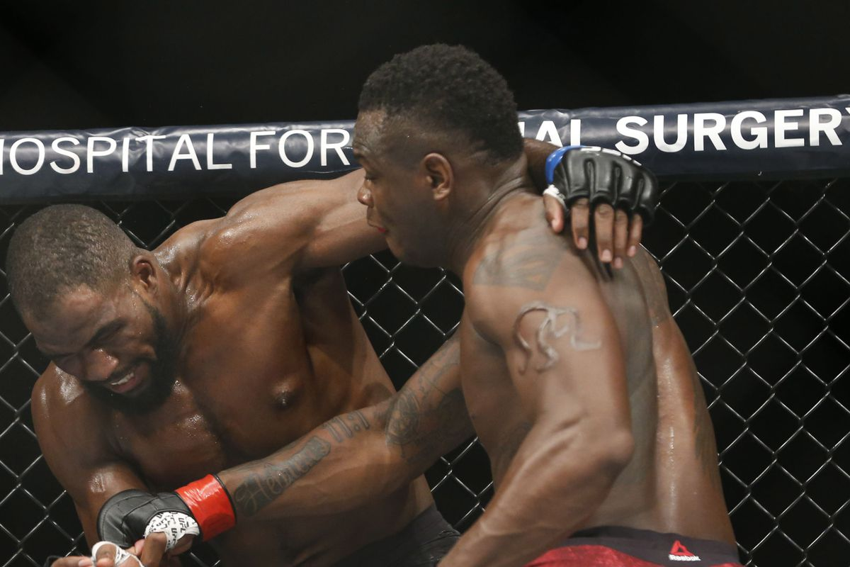 MMA: UFC 217-Anderson vs Saint Preux