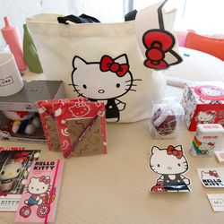 Guests who book the Hello Kitty Sweet Stay and Super Sweet Stay packages score all of this swag and more.