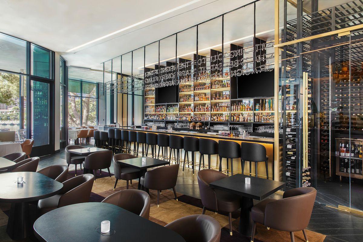 The bar and lounge at Spago