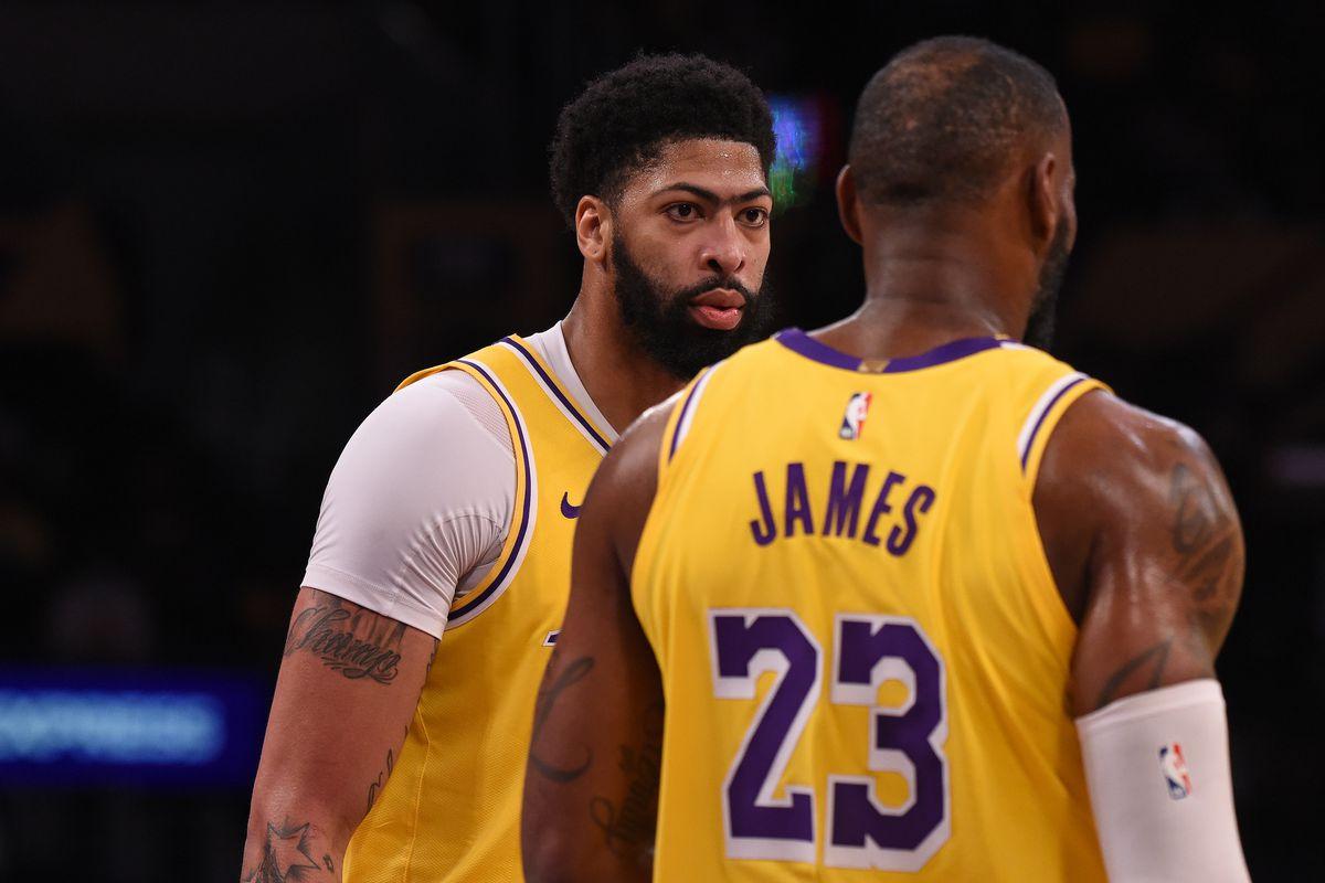 Phoenix Suns v Los Angeles Lakers - Game Three