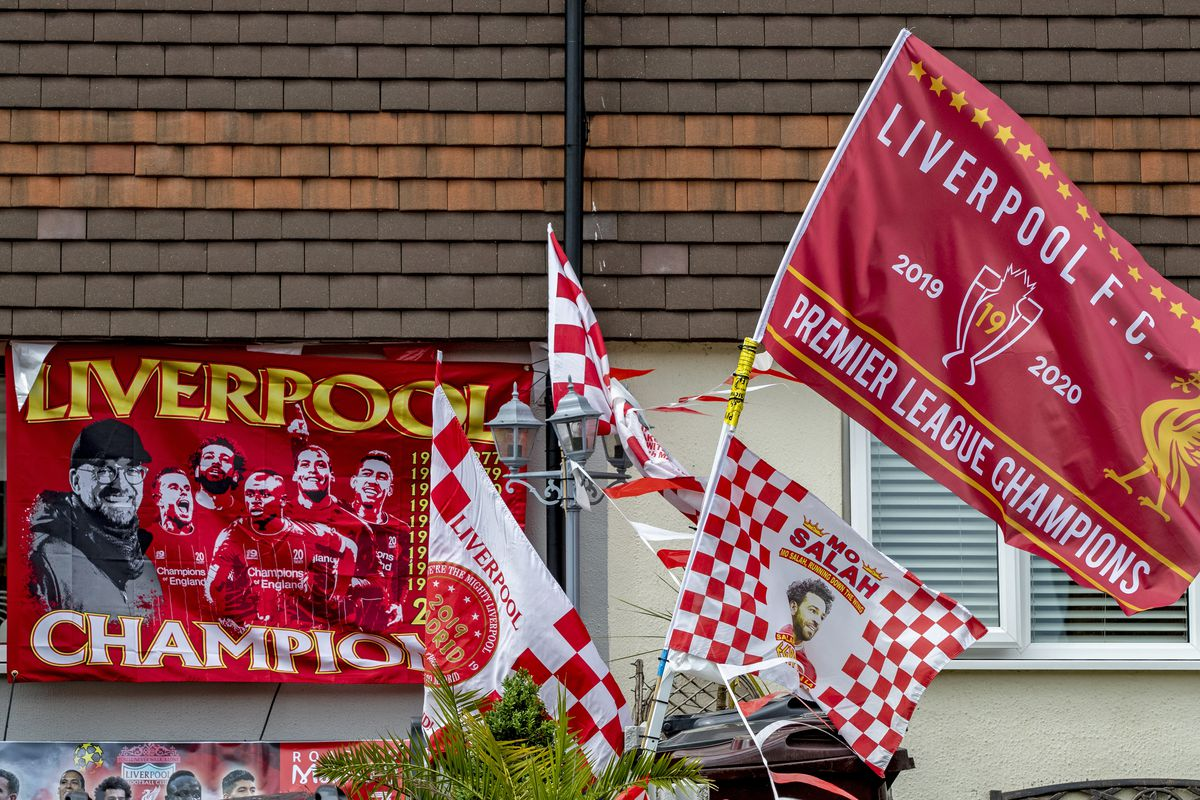Liverpool Fans decorate their houses in club colors