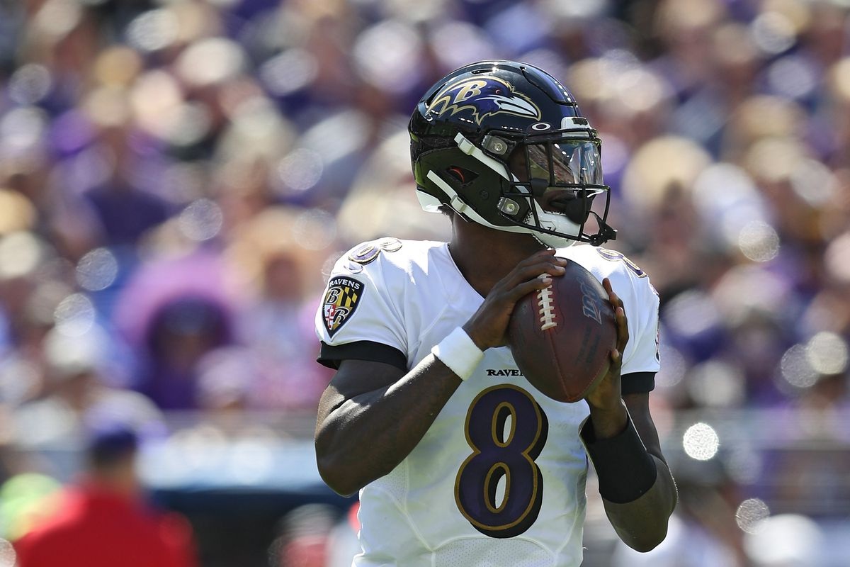 Quarterback Lamar Jackson of the Baltimore Ravens in action against the Arizona Cardinals during the first half at M&T Bank Stadium on September 15, 2019 in Baltimore, Maryland.