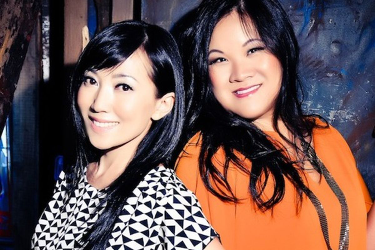 """Bag snobs and Twitterers, Tina Craig (left) and Kelly Cook (right). Image via <a href=""""http://www.bagsnob.com/2008/06/meet_the_snobs.html"""">Bag Snob</a>"""