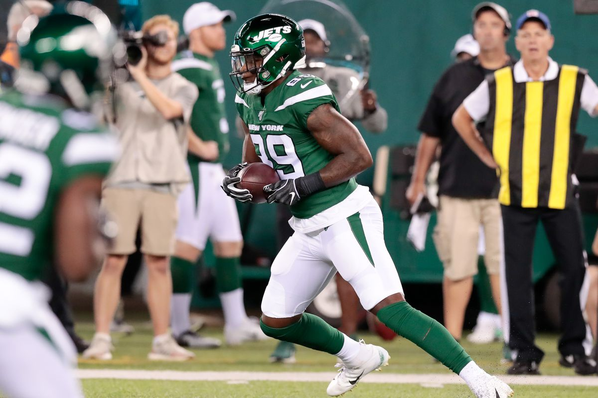 New York Jets tight end Chris Herndon gains yards after the catch during the first half against the New Orleans Saints at MetLife Stadium.