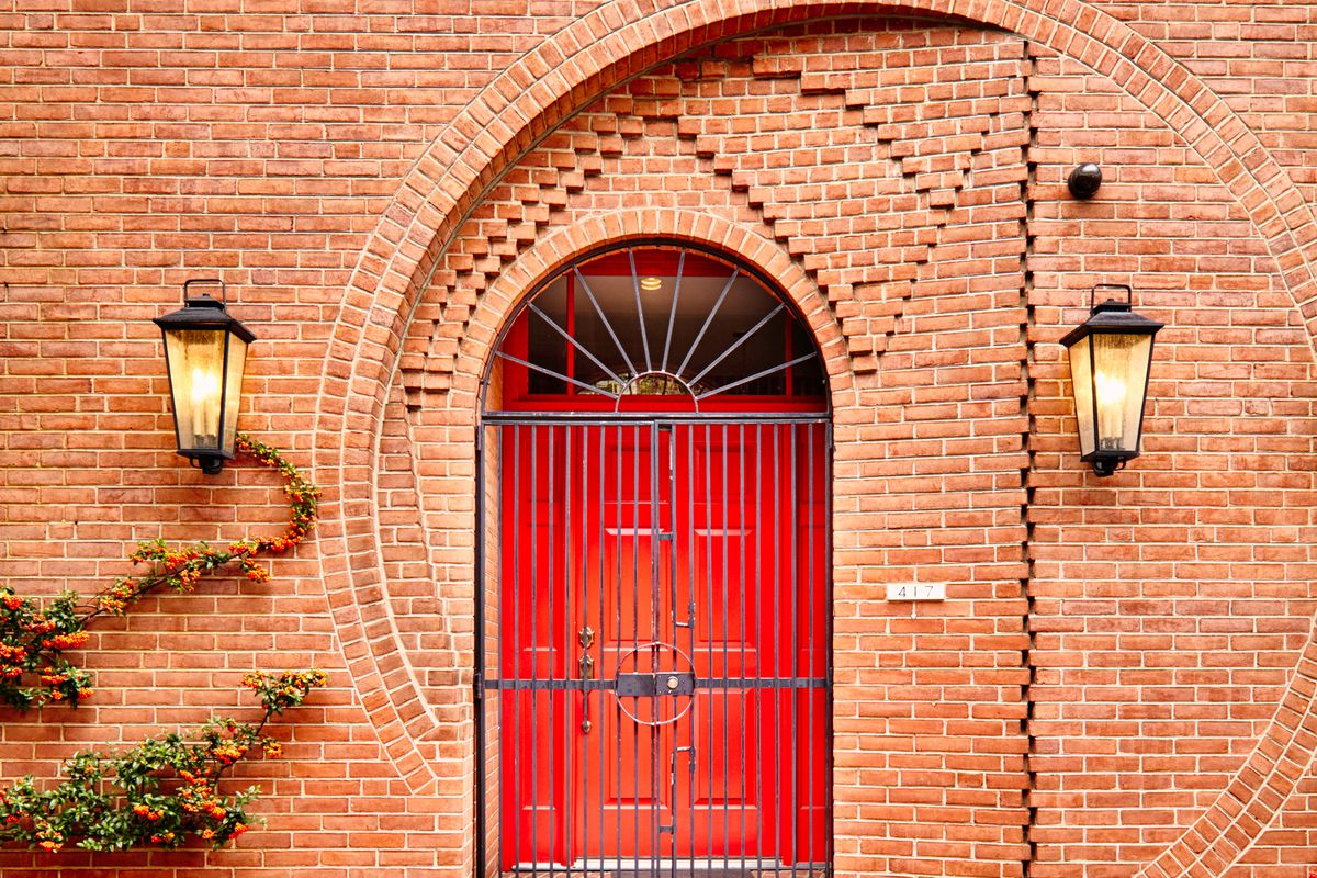 Restored Society Hill Home With The Cool Door Asks 2275m Curbed