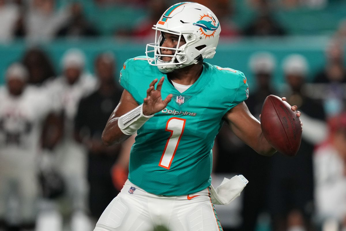 Miami Dolphins quarterback Tua Tagovailoa (1) drops back to attempt a pass against the Atlanta Falcons during the first half at Hard Rock Stadium.