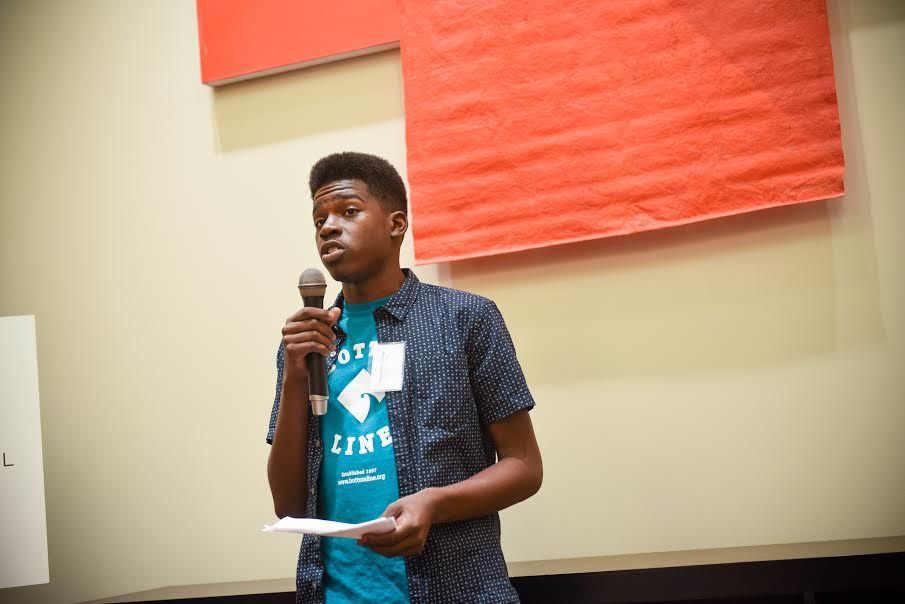 Bottom Line, a new Chicago nonprofit that helps low-income, first-generation students get into and graduate college, helped Marquise Linnear, 19, of the Austin neighborhood, get into University of Illinois at Urbana, where he is a freshman.   Provided pho