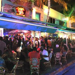 "Mango's Tropical Cafe, Miami Beach [<a href=""https://www.facebook.com/photo.php?fbid=442534336778&set=a.179189861778.150735.176115036778&type=3&theater"">Photo</a>]"