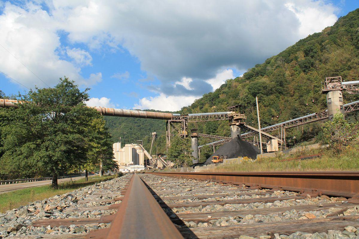 Can America's Coal Towns, Left Vulnerable, Survive Dam Failures