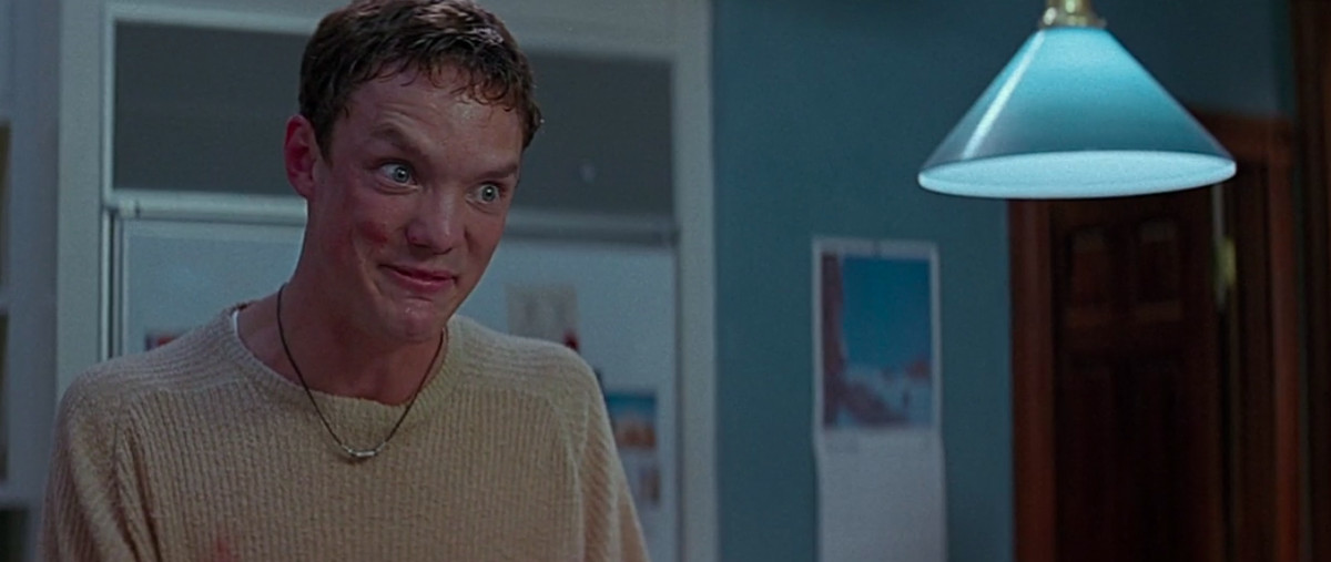 stu (matthew lillard) smiles with a closed mouth as he tells sidney his master plan