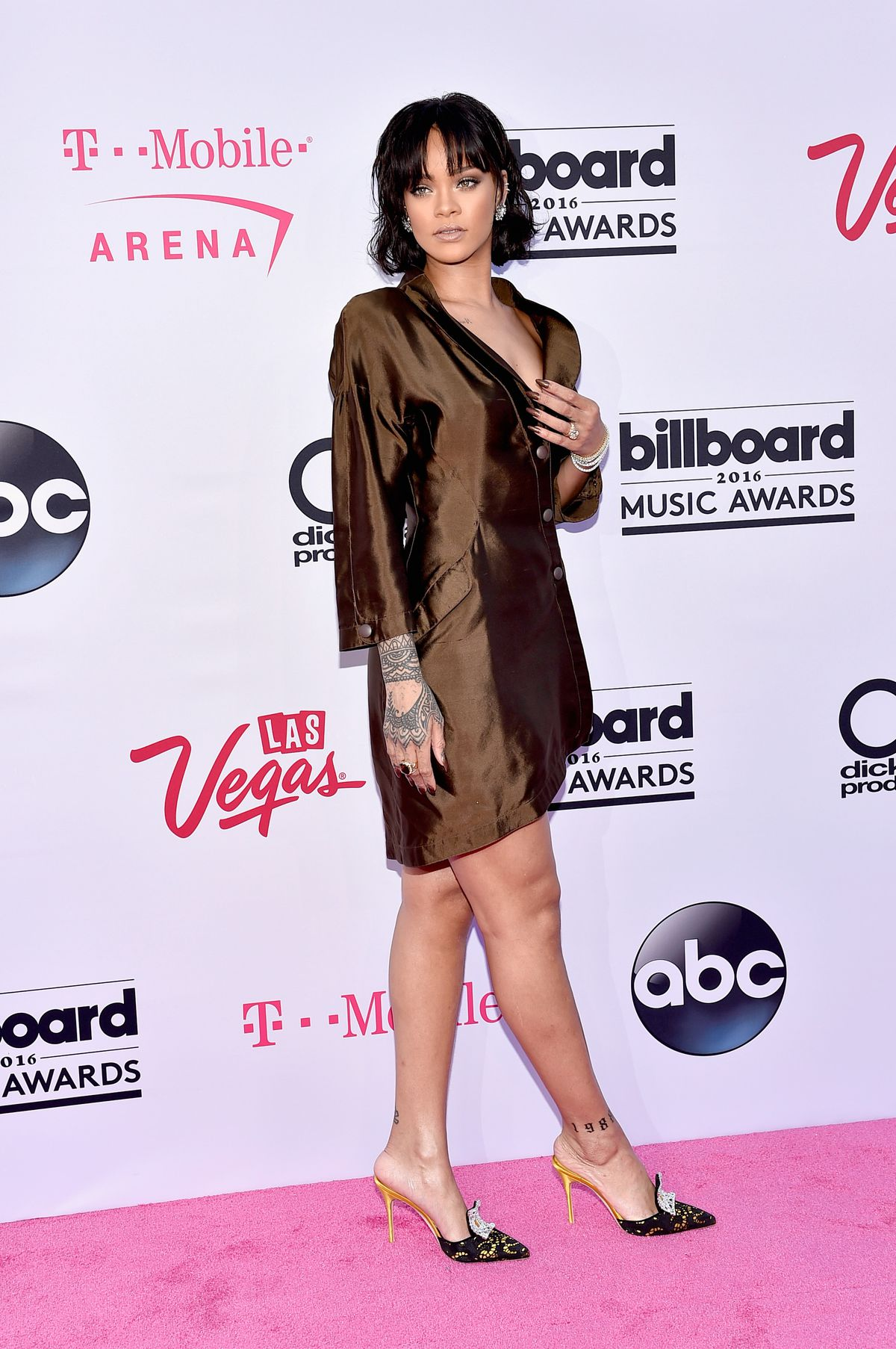 Rihanna Is Channeling Your Mom in the 80s at the Billboard Music Awards