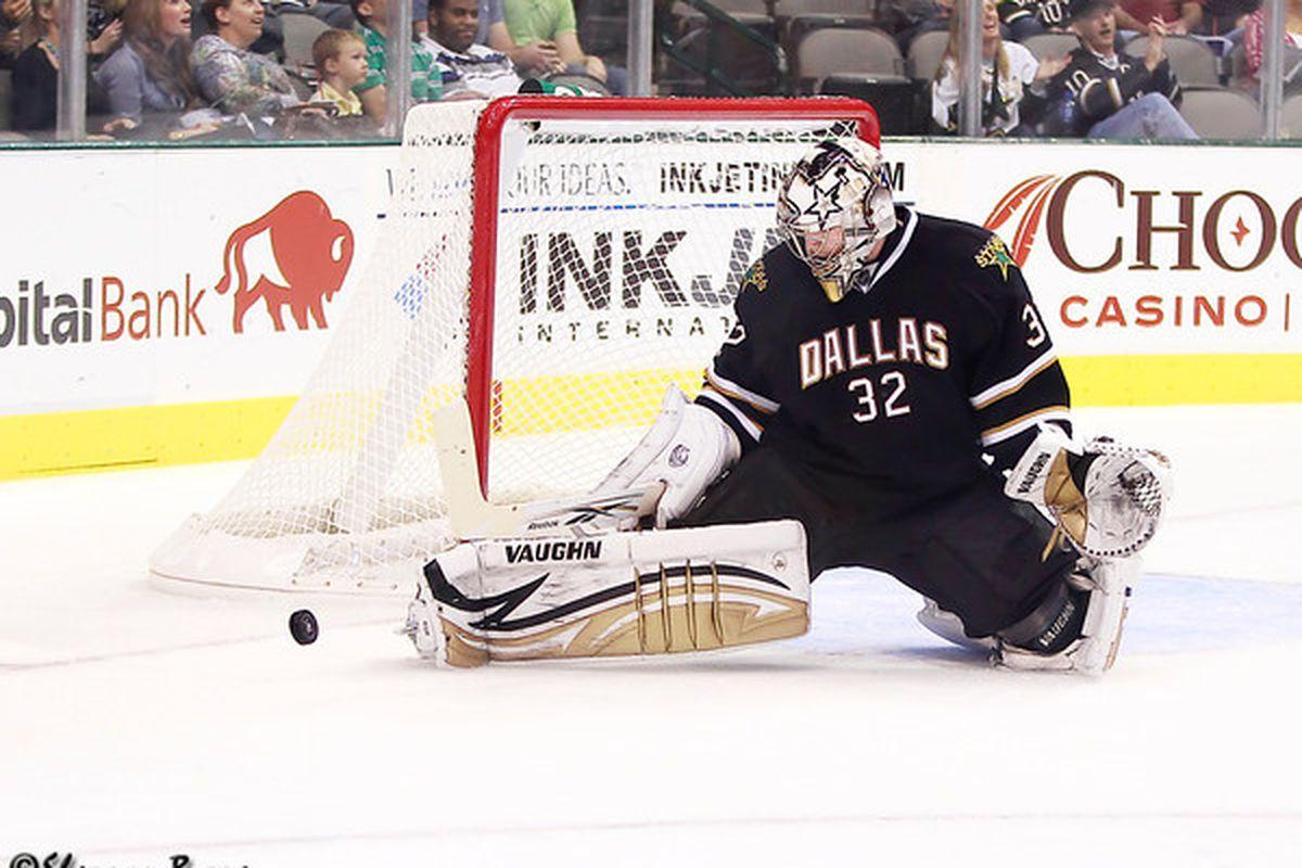 "via <a href=""http://www.myhockeyshots.com/DallasStars2011-2012Season/Games/101011-Stars-vs-Coyotes/i-238tdRb/0/M/5792-lehtonen-M.jpg"">www.myhockeyshots.com</a>"