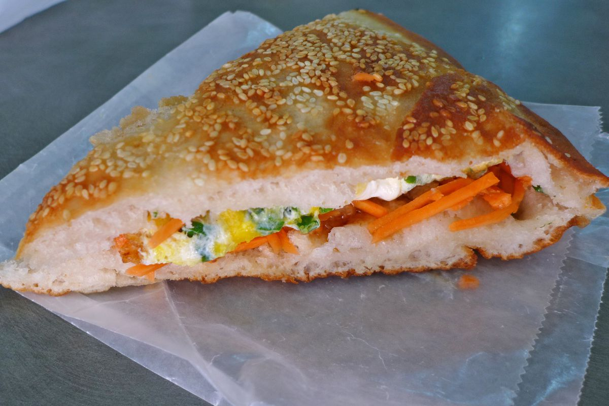 Shaobing egg sandwich