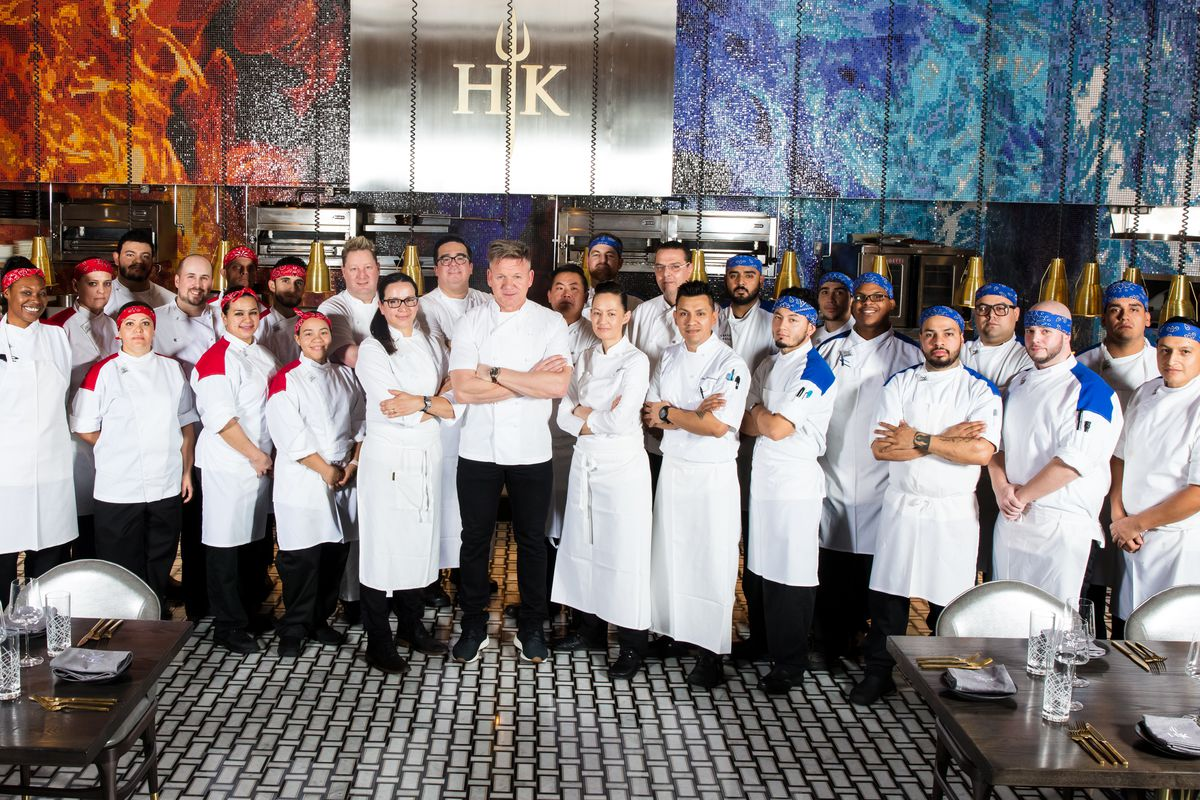 gordon ramsay with the chefs at gordon ramsay hells kitchen patrick graykabik photo - Hells Kitchen Las Vegas 2